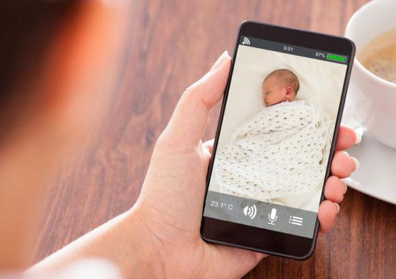 Babyfoon met beeldscherm of app header